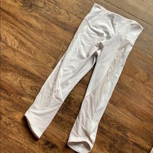Lululemon white mesh side Capri length leggings